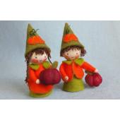 Twee kleine pompoenkabouters (atelier Pippilotta)