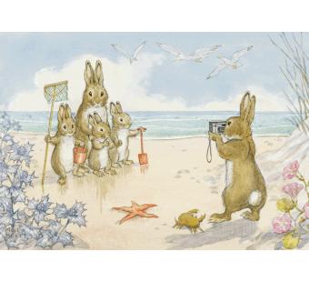 Postkaart quite still please Rabbit taking famuily photo at seaside (Molly Brett) 072