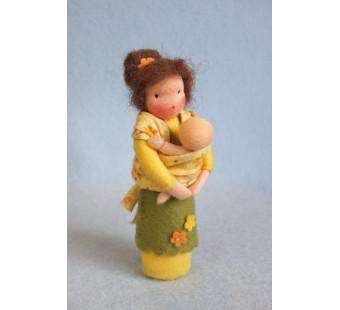 Moeder met baby in de draagdoek (Atelier Pippilotta)