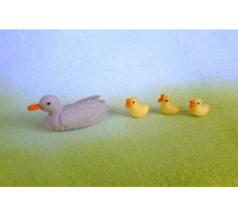 Duck with ducklings  (atelier Pippilotta)