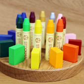 Kleine knoest / Stockmar set of 12 bee wax crayons and blocks in a wooden frames en houten opbergset.
