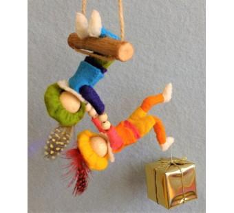 Twee acrobaatpietjes (Atelier Pippilotta)