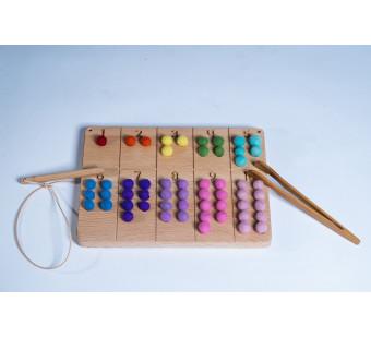 Montessori houten cijferbord 1-10 met wolvilten balletjes