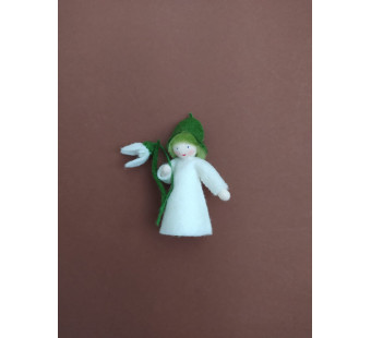 vilten poppetje sneeuwklokje met bloempjes in de hand