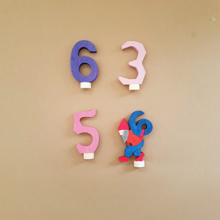 figurines with numbers