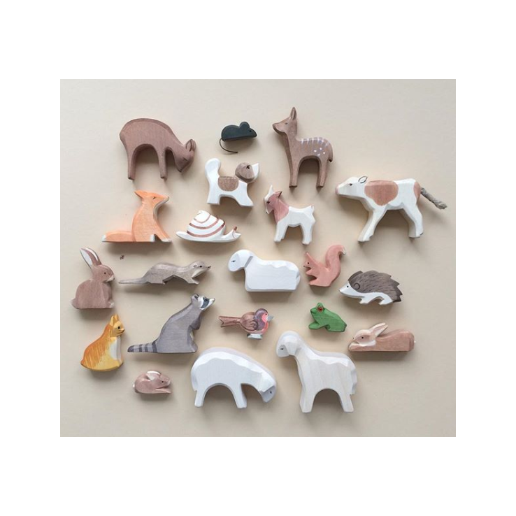 Figurines animals and pegdolls